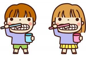 歯磨きをまねっこする子供2人